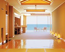 全室、「庭が日本海」