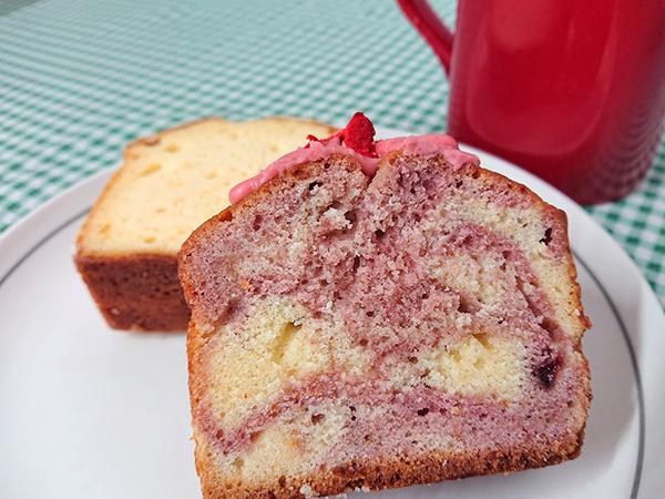 パウンドケーキ イチゴミルク