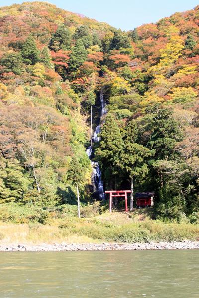⑦ 終点近くの白糸の滝